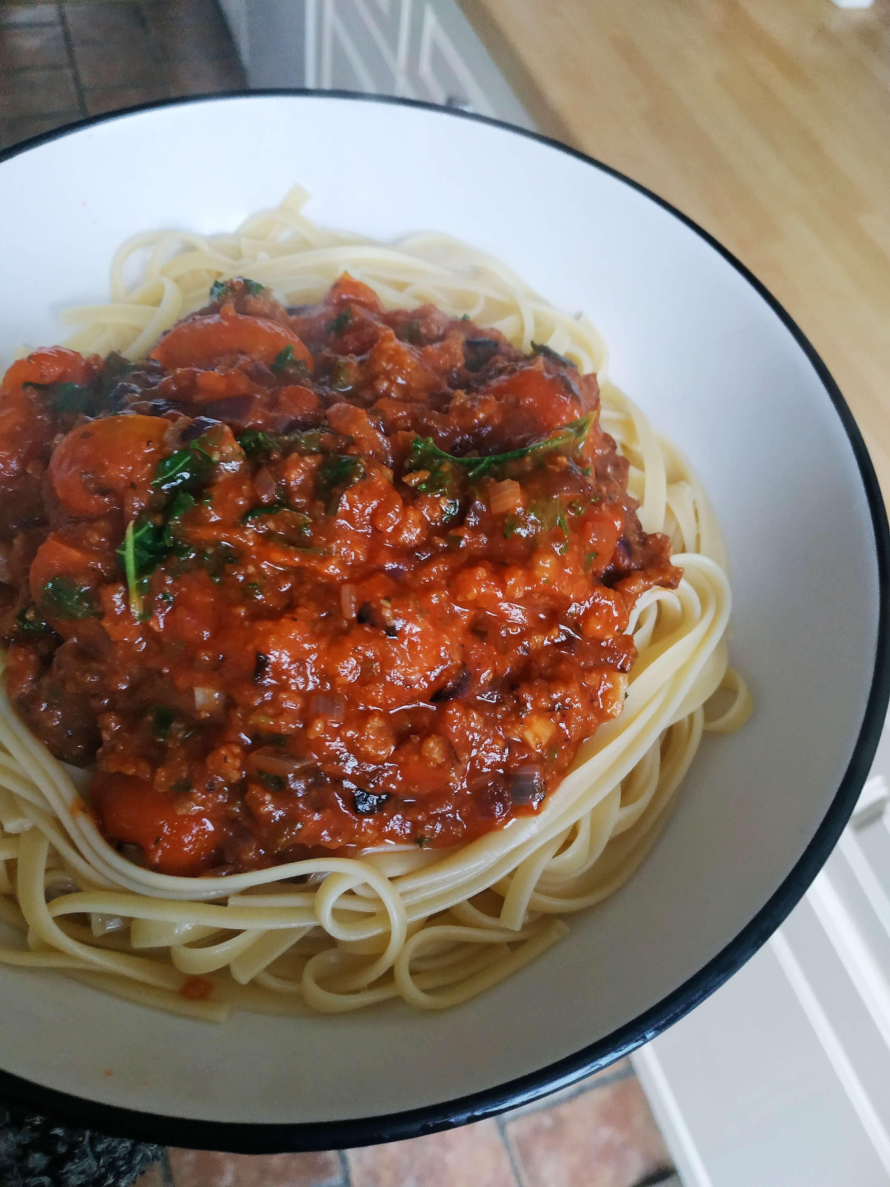 Fettuccine su labai pomidoriniu sojos faršo padažu