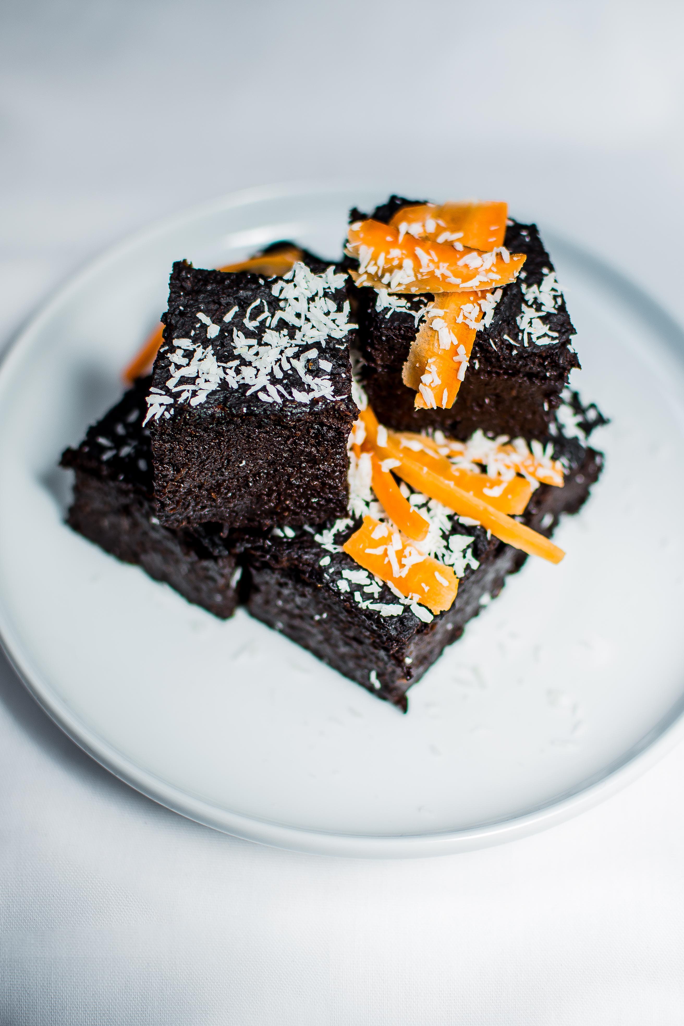 Šokoladinis morkų pyragas