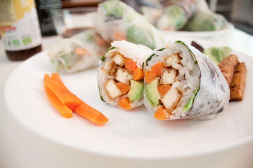 Suktinukai su tofu, avokadu ir morkomis